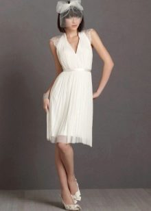 Свадебное короткое платье с кружевными рукавами