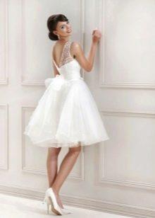 Короткое свадебное платье с кружевным лифом