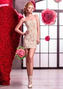 Золотое кружевное свадебное платье