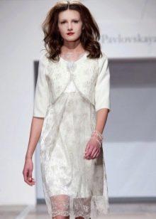 Короткое кружевное свадебное платье с болеро