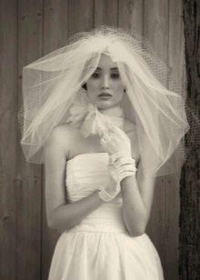 Фата с перчатками к летнему свадебному платью