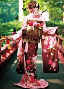 Красное свадебное кимоно