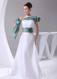 Белое свадебное платье с зелеными вставками