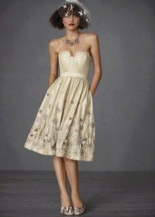 Бежевое пляжное свадебное платье