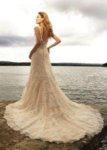 Пляжное свадебное платье с длинным шлейфом