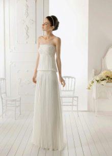 Простое свадебное платье с юбкой плисе