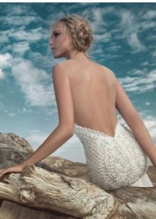 Вырез на спине в свадебном платье
