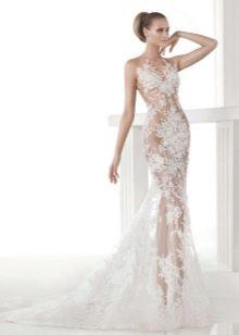 Кружевное свадебное платье с телесной подкладкой