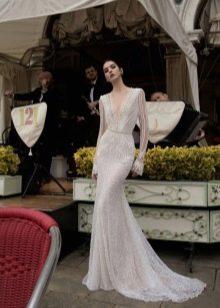 Свадебное платье Inbal Dror с глубоким вырезом