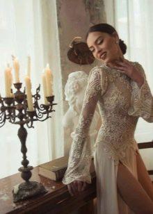 Откровенные разрезы на свадебном платье
