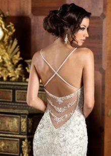 Глубокий вырез на сексуальном свадебном платье