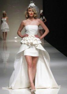 Короткое сексуальное платье свадебное с пышным шлейфом