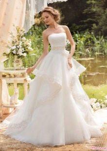 Свадебное платье с горизонтальными драпировами