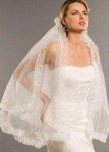 Короткая фата для низких невест