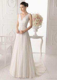 Длинное свадебное платье с V-образным вырезом