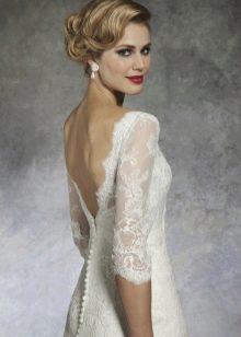 Свадебное платье с V-образным вырезом на спине