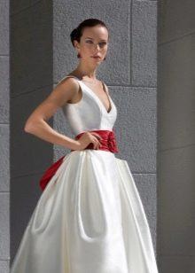 Пышное свадебное платье с лентой, украшенной бантом