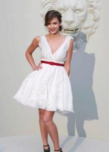 Свадебное платье с красным ремешком