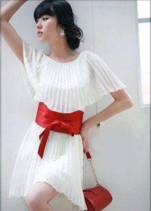 Свадебное платье с поясом красного цвета короткое