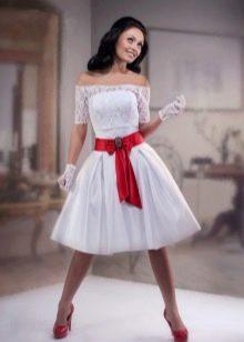 Короткое платье свадебное с лентой