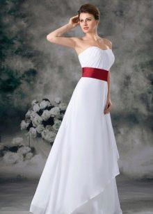 Свадебное платье с широким красным поясом