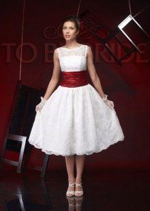 Короткое свадебное платье с широким поясом