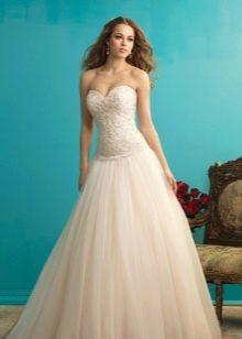 Свадебное платье А-силуэта с ажурным верхом