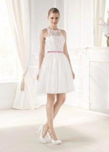 Короткое платье свадебное с ажурным лифом