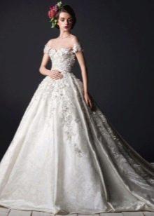 Пышное свадебное платье с кружевным верхом и юбкой
