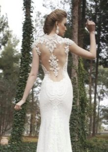Кружевная спина в свадебном платье
