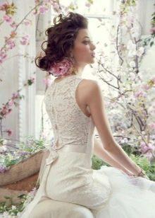 Ажурная спина в свадебном платье