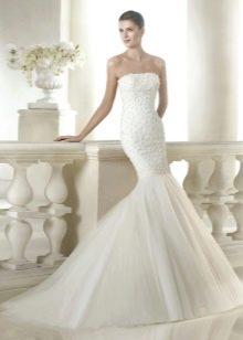 Атласное свадебное платье русалка с бусинками