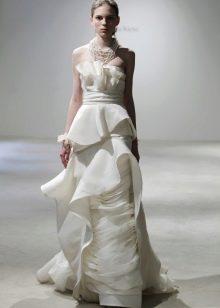 Свадебное платье сложного кроя