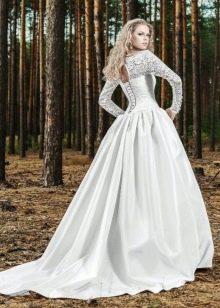 Кружевные рукава в свадебном платье