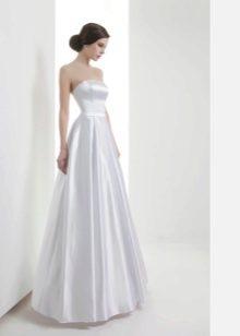 Свадебное прямое платье из тафты