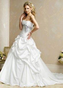 Свадебное пышное платье из тафты