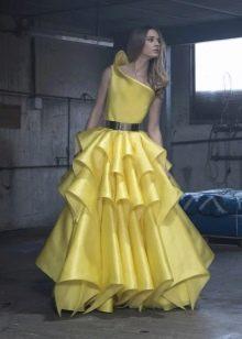 Вечернее пышное желтое платье