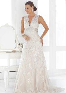 Свадебное платье для беременной с глубоким вырезом
