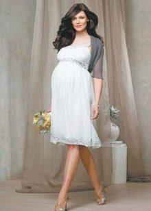 Короткое свадебное платье для беременных с болеро