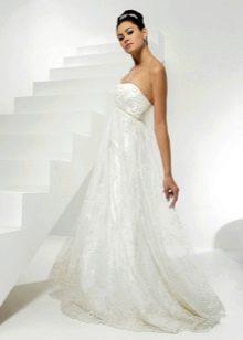 Свадебное платье для беременной с декором на лифе