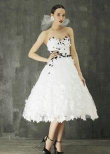 Свадебное платье А-силуэта короткое