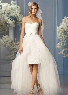 Короткое ажурное свадебное платье с накладной юбкой из фатина