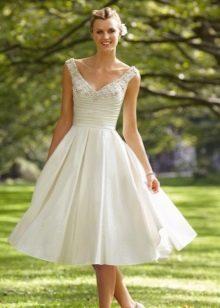 Свадебное платье с пышной и жесткой юбкой