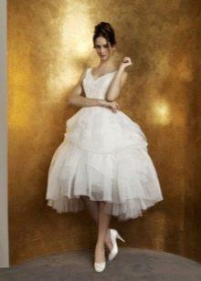 Свадебное платье короткое с многоярусной пышной юбкой
