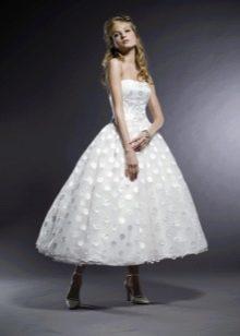 Короткое пышное свадебное платье в стиле 60-х годов