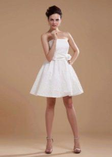 Короткое платье А-образное