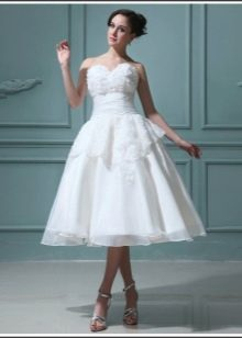 Короткое свадебное платье с баской