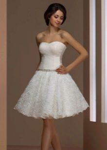 Свадебное платье короткое с цветами на юбке