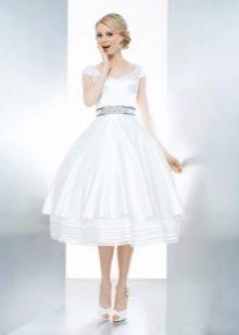 Короткое пышное платье свадебное с открытыми плечами