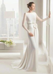 Свадебное прямое закрытое платье от Ели Сааб